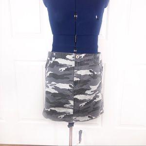 Old Navy 20 gray camo zipper detail skirt